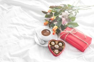 flowers-chocolates-gift