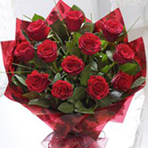 Prestigous Red Roses with White Wine