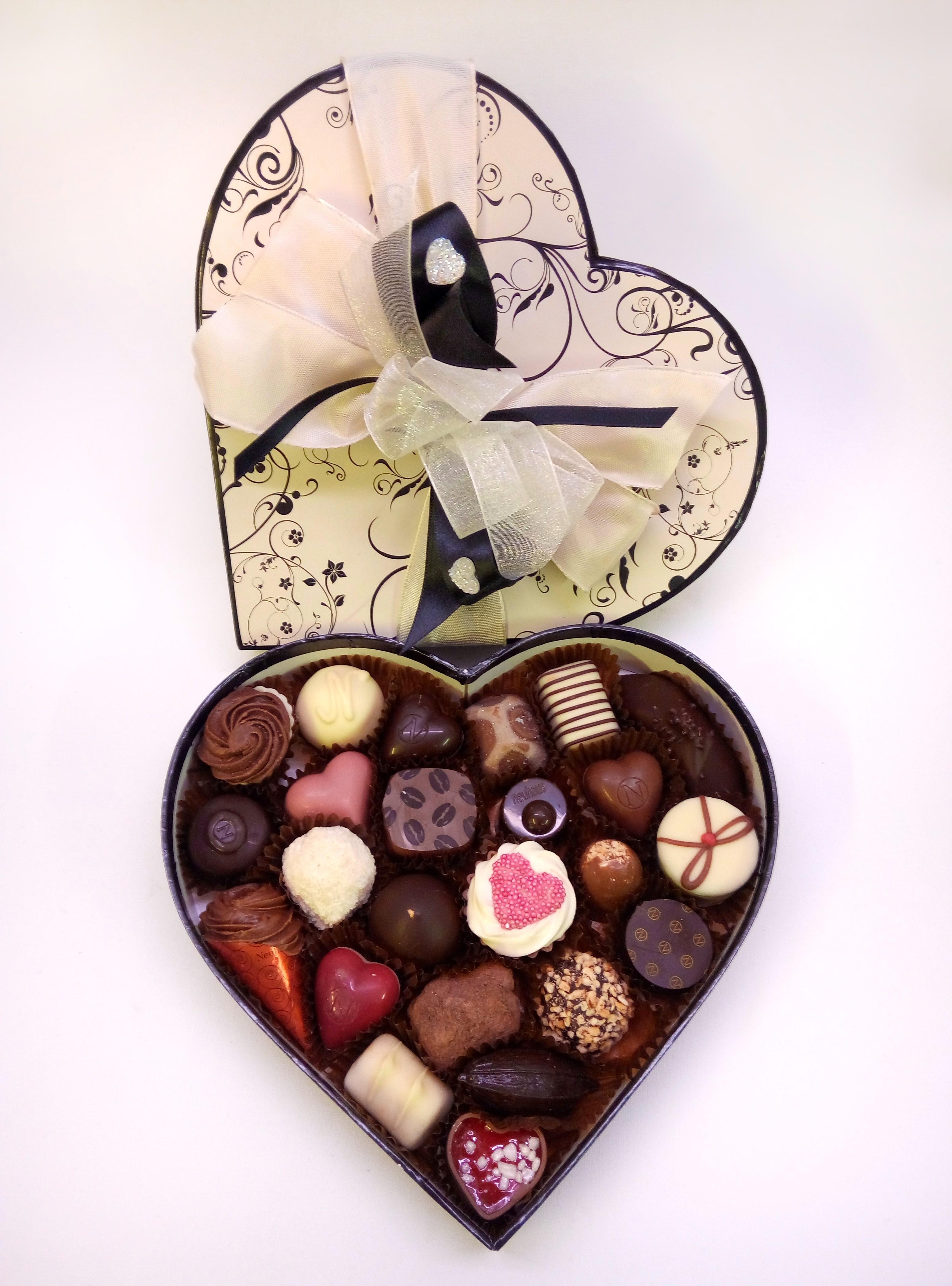 Elegant Cream & Black Heart Box