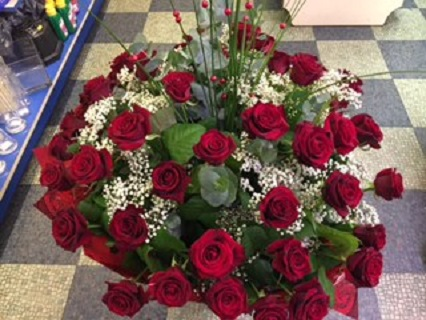 Heartthrob Traditional Red Roses Hand-Tied Flower Arrangement